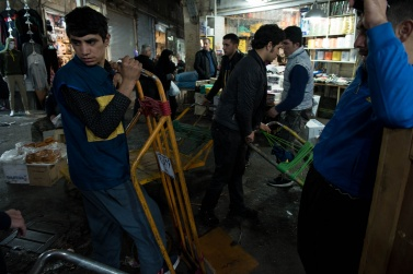 Tehran Grand Bazaar, is one of the largest in the country, and certainly the most important in terms of economic for all of Iran. To transport goods within 10 kilometers of narrow lanes, they must necessarily use hand-drawn carts from the carriers