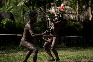 That of revenge is the strongest and most widespread sentiment between the Dani, the Lani and the Yali people. It is a millenary spiral that has been handed down until a few decades ago